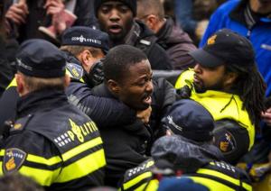 Kno'Ledge Cesare werd in Gouda keihard aangepakt door de politie.