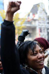 Bij het protest tegen Zwarte Piet afgelopen zaterdag op het Beursplein in Amsterdam. (foto: Renate Klinkenberg)
