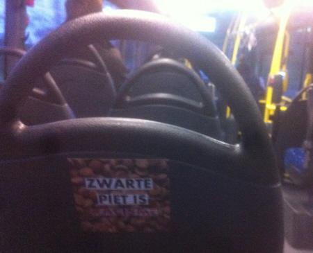 In een bus.