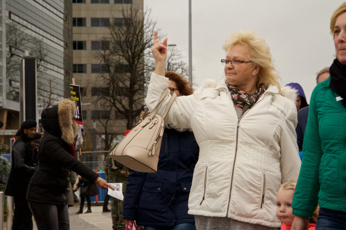 Andere witten lieten nadrukkelijk weten wat ze van anti-racisme vinden. (foto: Jaye Brunsveld)