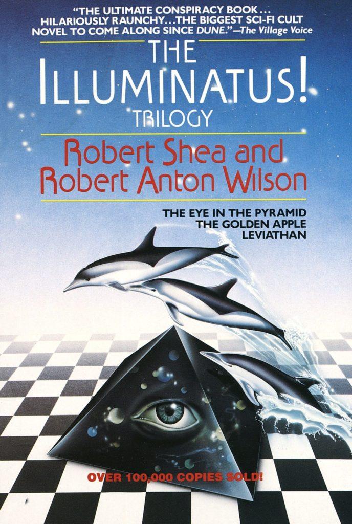 """De omslag van het boek   The Illuminatus Trilogy"""" van Robert Shae en Robert Anton Wilson. De stijl van de omslag (een herdruk) doet erg jaren 80 aan. Een dambordpatroon met daarop een zwarte piramide met een oog erop. Er springen drie dolfijnen over de piramide heen. Onderaan staat """"Over 100,000 copies sold!""""."""