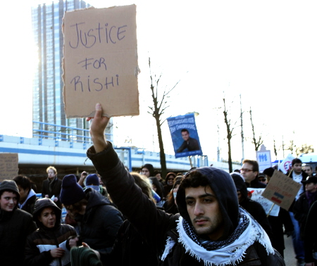 """Justice for Rishi"". De demonstratie van 28 december. (foto: Jan Kees Helms)"